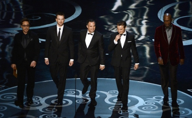 avengers-cast-presenting-at-oscars-2013